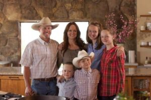 Image of Ree Drummond with kids